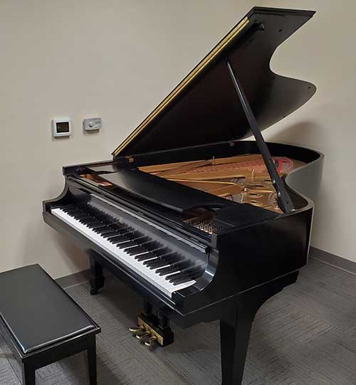 Steinway Piano on consignment - Hulbert Piano